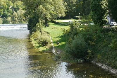ドゥー川です。多自然の形に整備されています