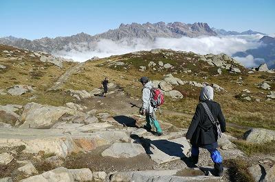ハイキングに出発