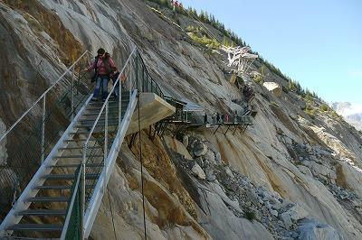 氷河に下りるまでに350段の階段があります。