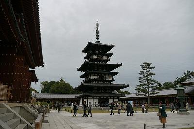 薬師寺東塔。