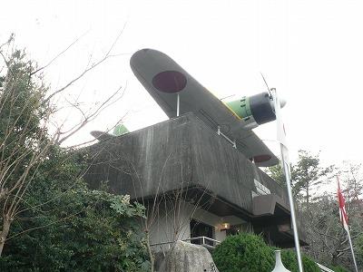 近くのお寺にあるゼロ戦模型です