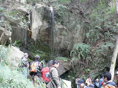 聖の滝は修験者が出てくるような雰囲気です