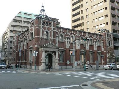 歴史的建造物が地下鉄駅