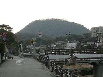 逆瀬川から見た甲山