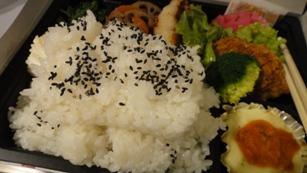 夜の弁当。ちょっ、ご飯の山!!