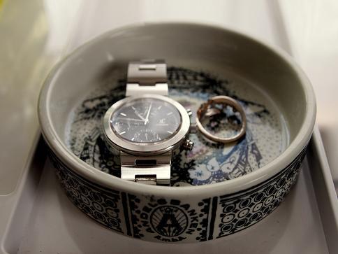 Wiinbladの小皿に時計と指輪