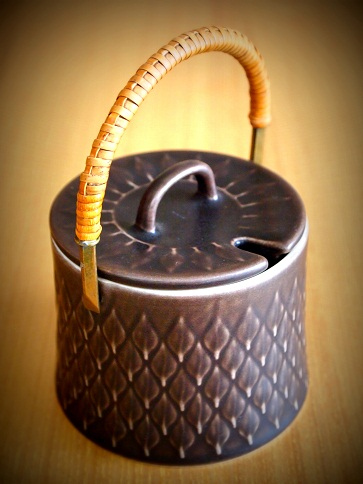 レリーフのジャムポット茶