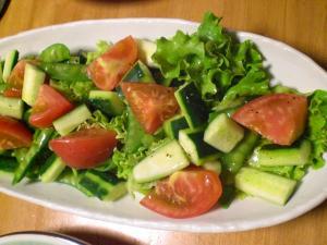 レタス・エンドウ・トマトのサラダ