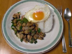 鶏のバジル炒め(嵩増しあり)