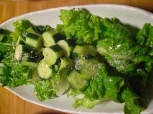 キュウリとレタスのサラダ