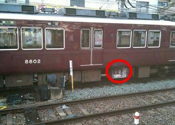 阪急電車 車両落雷で床下機器損傷c