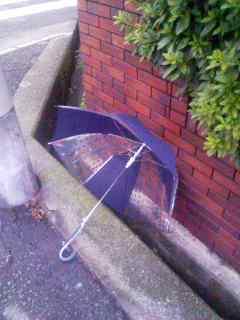 路上の傘 121001_0551~001