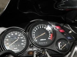 ZZR400436.jpg