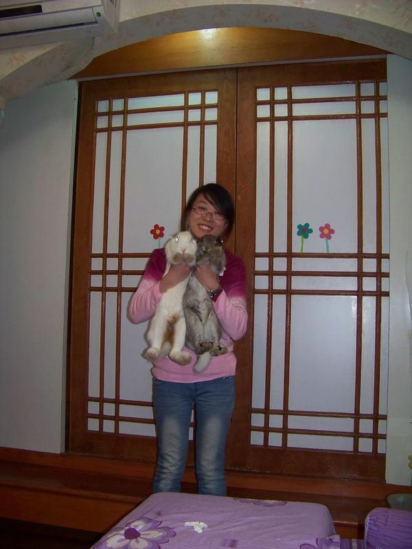 #24576;抱双兔,幸福#28385;屋