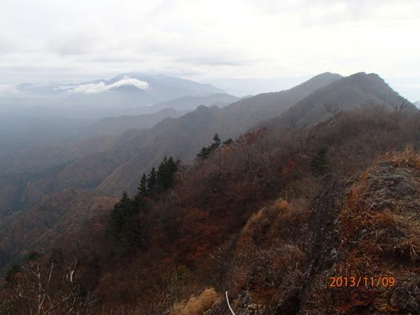 131108-10misaka3 鬼岳周辺より行く手を望む