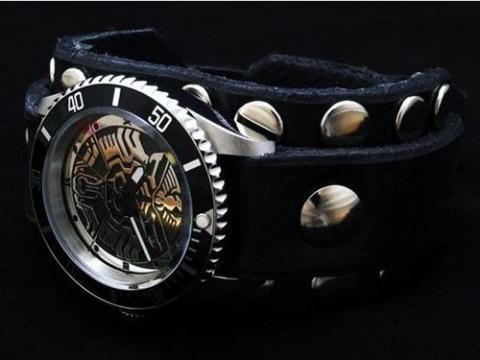 仮面ライダーオーズレッドモンキー腕時計