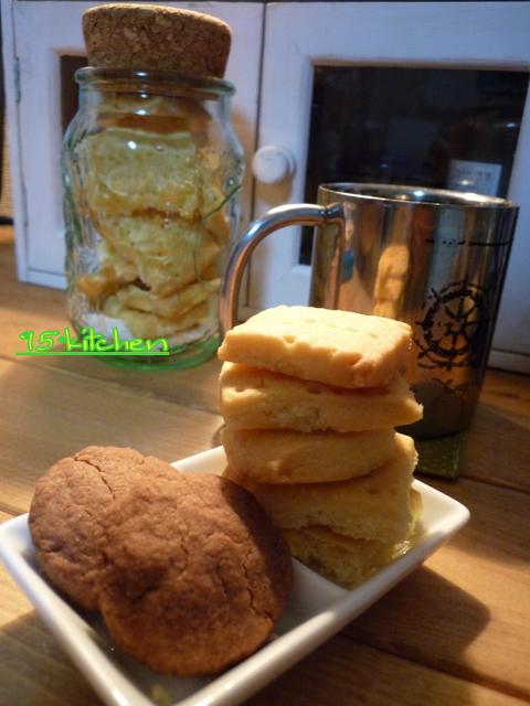 ショートブレッドとココアクッキー。