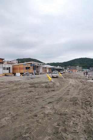 海の家建設ラッシュ