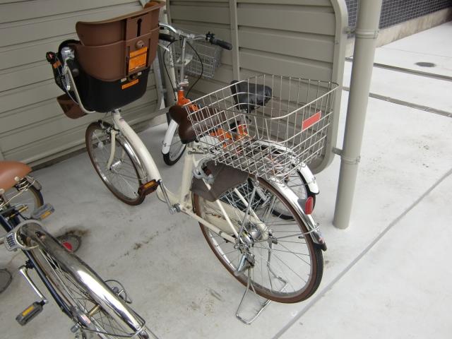 自転車の 自転車 荷台 子供 : 子供乗せ自転車の荷台にカゴを ...