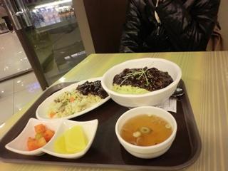 7日 ランチ ジャージャー麺 水原駅内