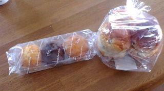 パンとカップケーキ