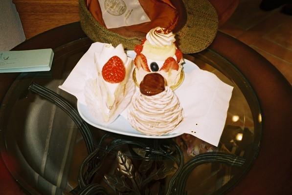 Cakes at Kase to Tsuchi