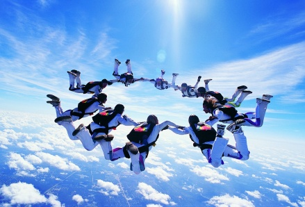 sky-diving-formation-windows-8-wallpaper-t2.jpg