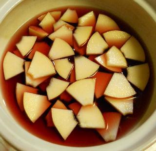 薄切りりんごのチョコワイン鍋2