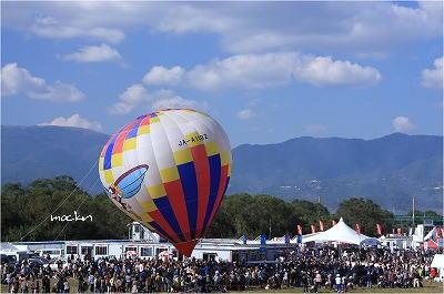 係留の熱気球