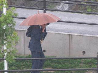 雨降り登校