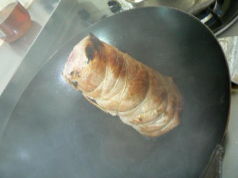 北京鍋で煮豚を焼く