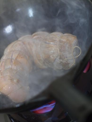 煮豚の仕込み