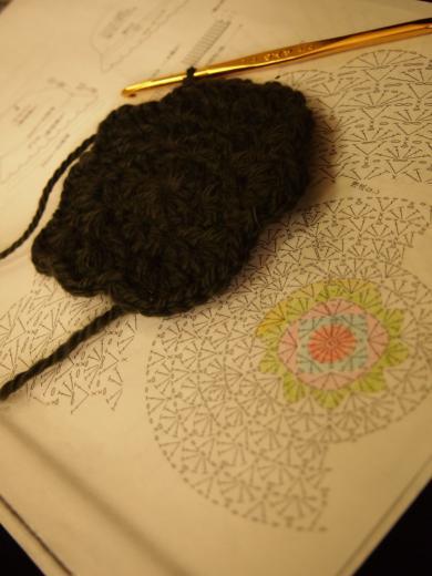 編みかけの帽子