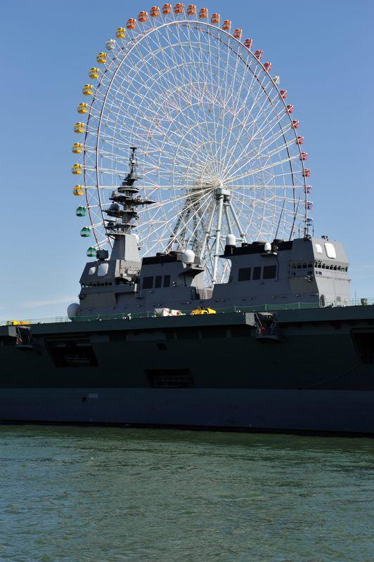 天保山大観覧車と護衛艦いせ2