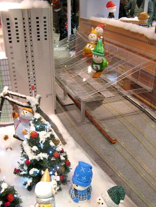 大阪駅雪だるま01
