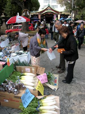 豊崎神社野菜市01