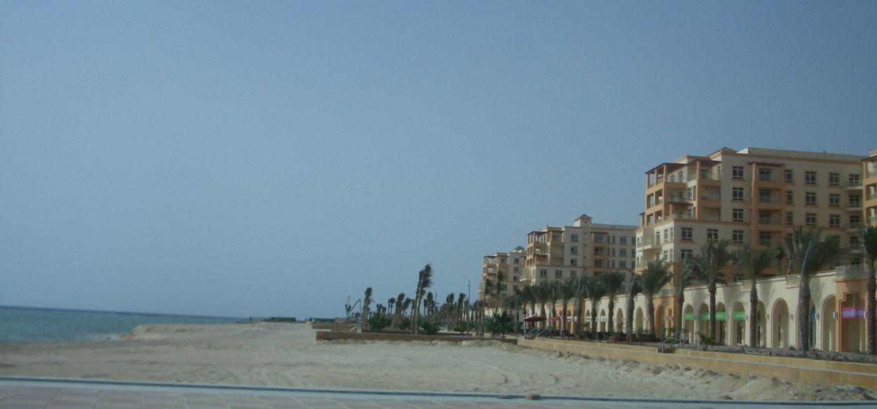建設中のマンション海岸側