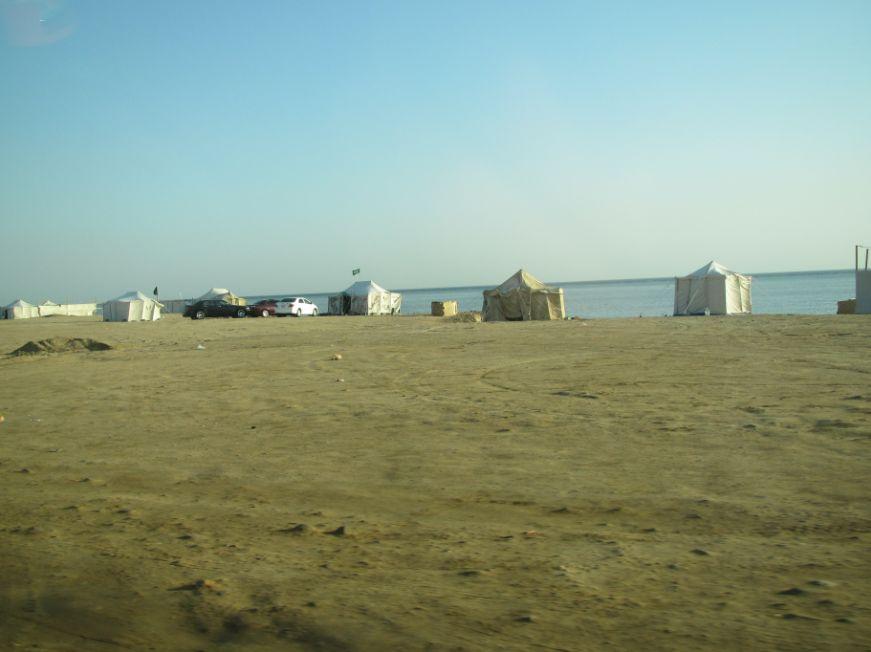 北の湾近く紅海に面したテント