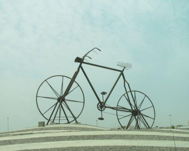 モニュメント巨大自転車