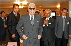 「李登輝民主協會」昨日於國賓飯店舉行成立大會,前總統李登輝應邀出席,他在致詞時#25256;#25802;馬政府想簽署ECFA,失去台灣主體性。