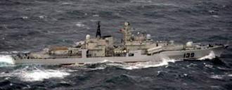 日本軍方公開的4月10日出現在沖繩本島與宮古島之間的公海上的中國海軍139號現代級驅逐艦照片