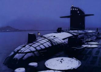 可以清楚看到中國漢級改進型核潛艇艇體上安裝了消聲瓦,據稱其降噪性能改進得到了俄羅斯的技術支援