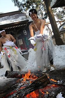 平笠裸参り03(2011.1.8)八坂神社にて