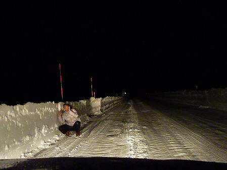岩手山パノラマラインのちょっとした雪壁(2011.1.2)