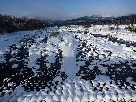 松川のマシュマロ雪01(2011.1.13)