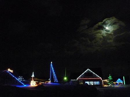 冬の月とサラダファーム01(2011.1.19)