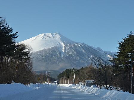 上坊牧野入口の岩手山(2011.2.2)