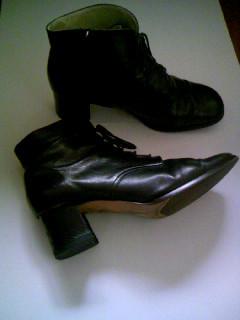 黒短ブーツ