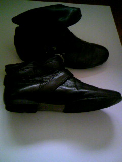 黒ショートブーツ