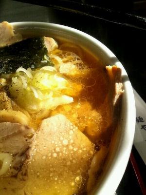 紀伝肉麺油膜
